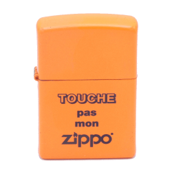 """Briquet Zippo, motif """"Touche pas mon Zippo"""""""